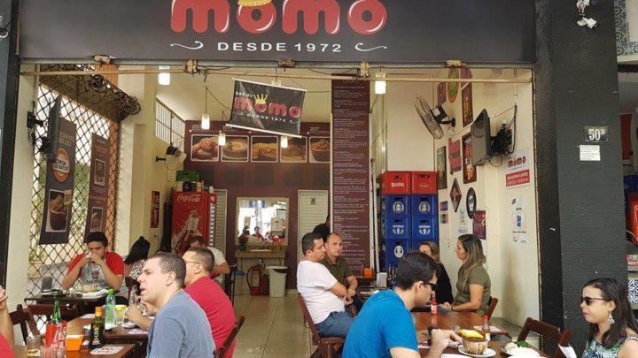 "Bar do Momo: ""Na Tijuca chegarás… do Momo não passarás""."